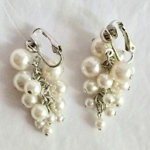 Vintage pearl dangle earrings clip on